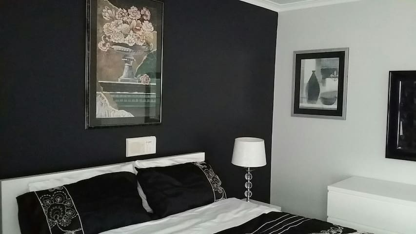 Large private bedroom with Ensuite - Melbourne - House