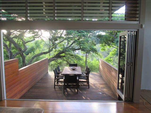 Modern Architectural Tree House! - Bardon - Hus