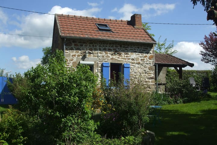 Quaint Holiday Home in Pionsat with Garden