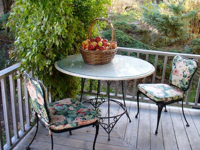 Porch Delights & Dining