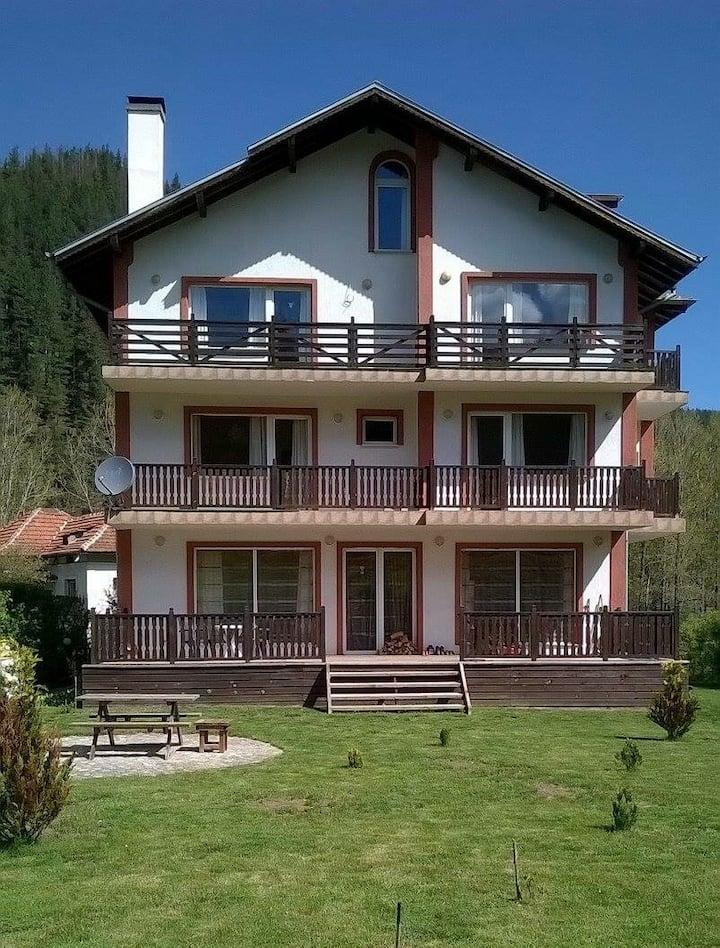 Rila View Lodge bed and breakfast £25 pppn