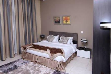 Big bedroom in westbay - Doha - Appartement