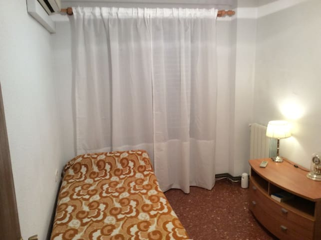 VALENCIA private room. Single. Fast WiFi. Big Park - MISLATA - Flat