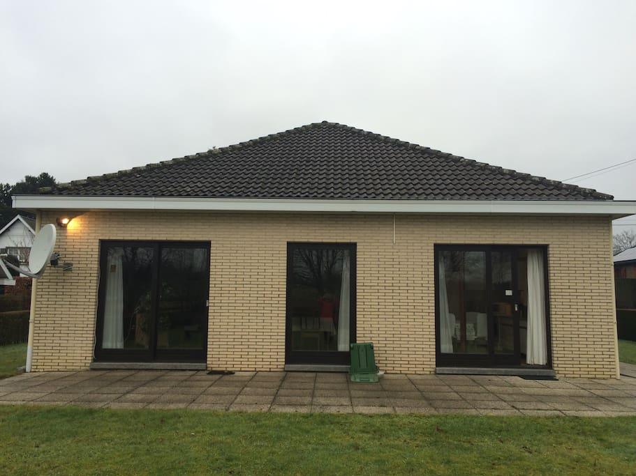Mooie huis met grote tuin huizen te huur in for Huis met tuin te koop antwerpen