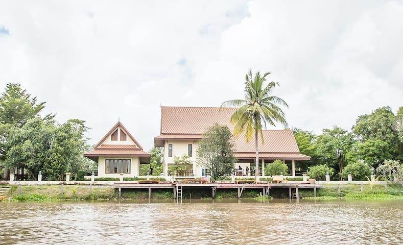 Tharnrarin Villa Tha-Chin Riverside - เดิมบางนางบวช - Villa