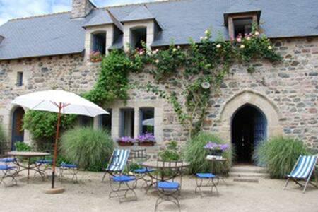 Chambre double dans manoir au bord de la mer GR34 - Plurien - Bed & Breakfast