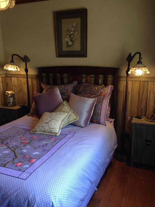 Double bed with a country feel.