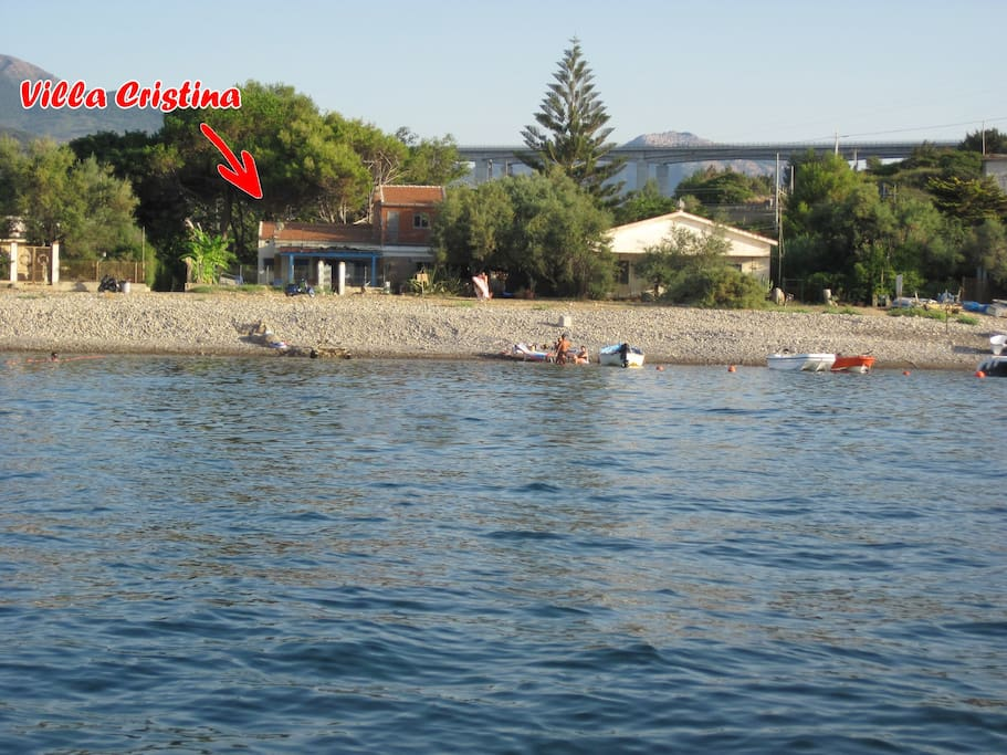 Villa a pochi metri dal mare