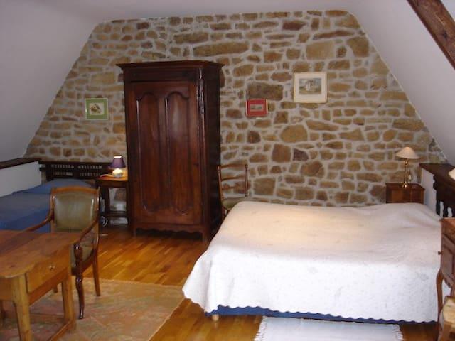 """Chambre familiale """"Lancelot du lac"""" - Ploemel - Bed & Breakfast"""