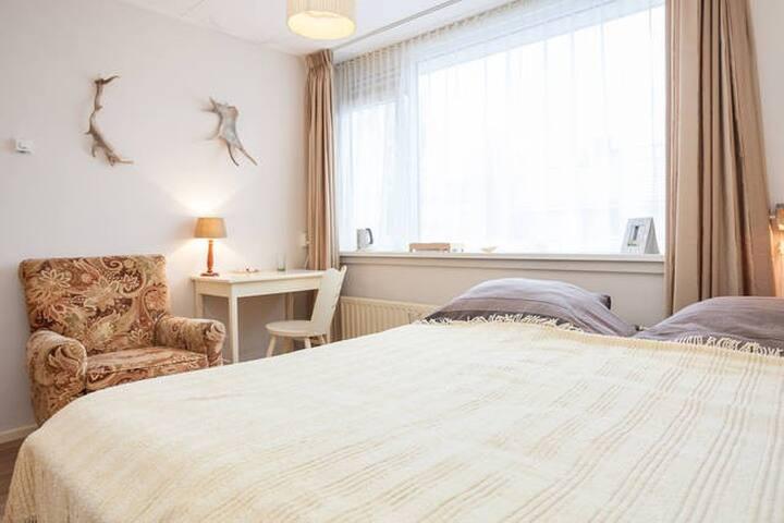 Cozy double bedroom - Sliedrecht - Casa