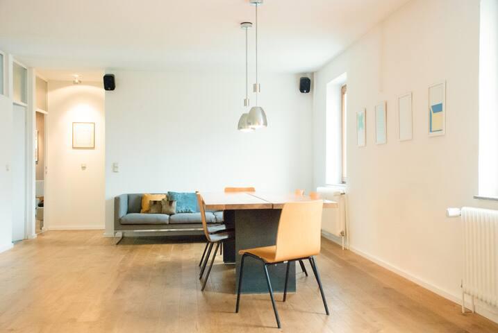 toller 90qm loft zentral parkplatz flats for rent in cologne north rhine westphalia germany. Black Bedroom Furniture Sets. Home Design Ideas