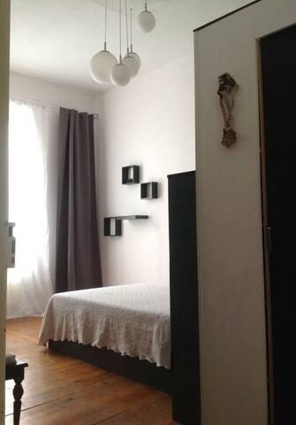 Blick ins Zimmer | A view with a room | Mirada en la habitación.