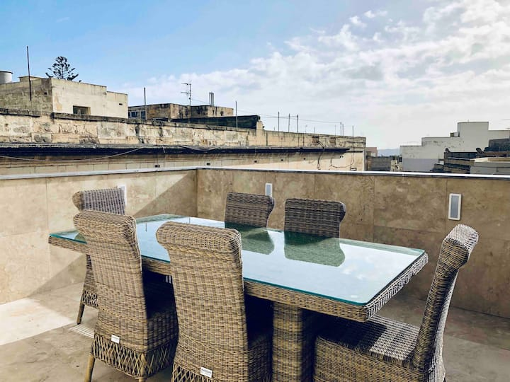 Holiday Townhouse in Sliema centre