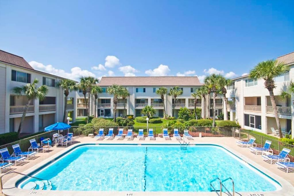 Enjoy all the blues at Four Winds Condominiums - Enjoy our blues: Brilliant blue skies. Deep blue ocean. Two radiant blue pools.