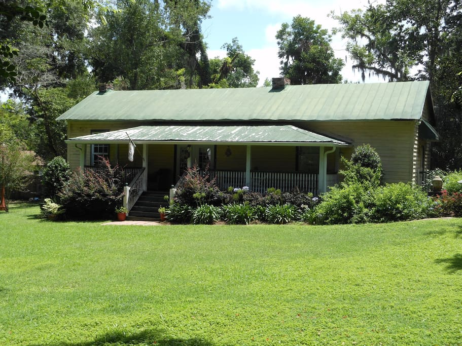 Cottage (ca. 1825) also available for Monthly Rentals