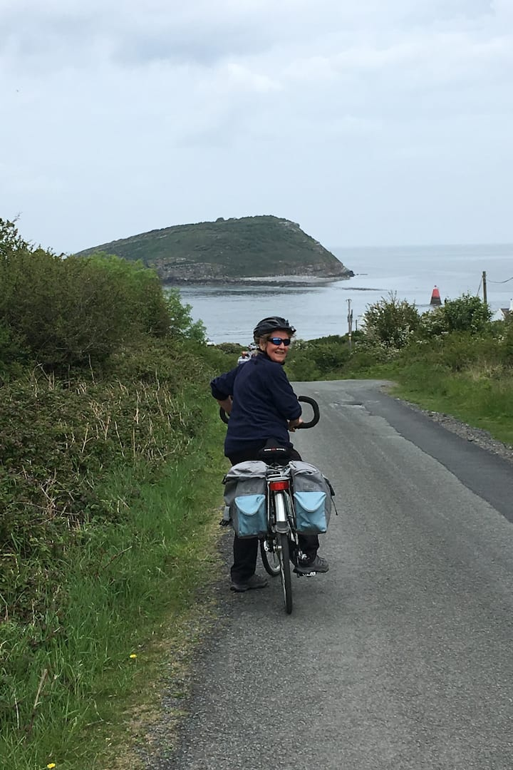 Cycling towards Puffin Island