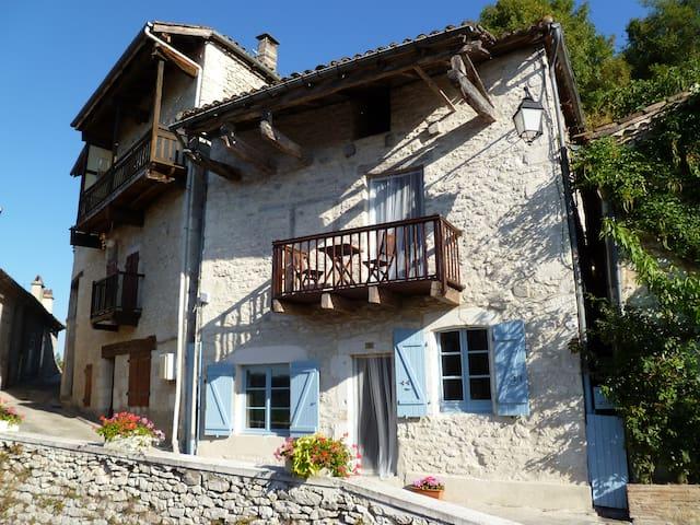 Numero Treize - Lovely White Quercy Stone Cottage - Montaigu-de-Quercy - House
