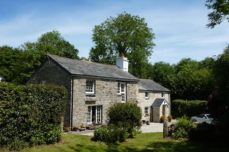 RYLANDS FARMHOUSE- GREAT LOCATION  say our guests! - Cornwall - Casa