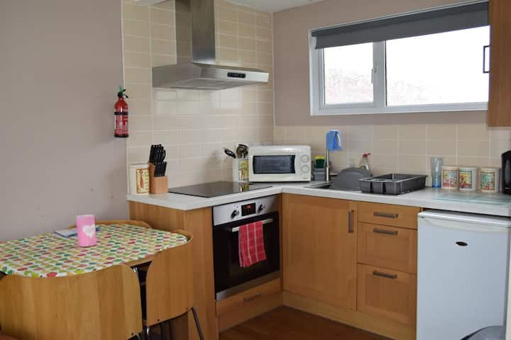Cosy Chalet K63 - Camber Sands Holiday Park - Sleeps 6 + Dog Friendly