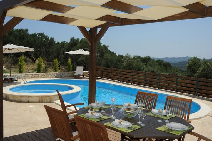 LuxuryVilla,Private Pool SeaView,3bedrooms,BBQWifi - Xirokampi - Villa