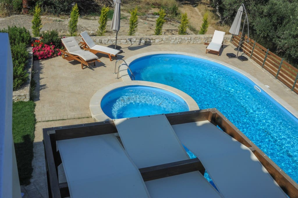 jacuzzi bbq area sea view villen zur miete in xirokampi kreta griechenland. Black Bedroom Furniture Sets. Home Design Ideas