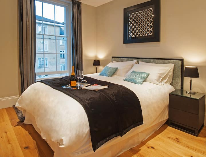 Newly built Circus apartment in central Bath