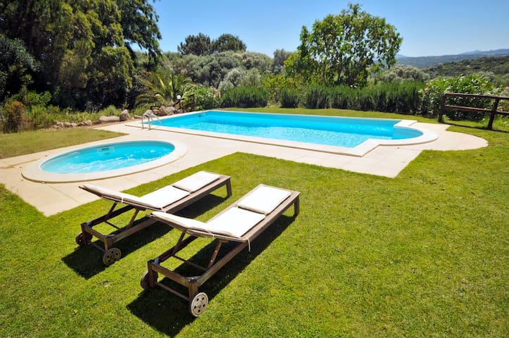 Private Villa, Pool & Gardens - Bassacutena - Vila