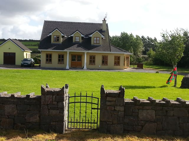 Beautiful Large detached house near Westport,