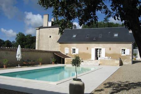 Au bord de la Creuse, Maison d'amis avec piscine. - Ruffec