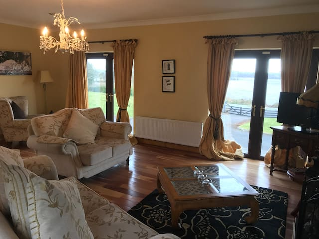 Luxurious lake-front lodge in heart of Midlands