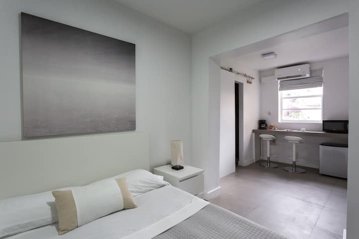 Unit B- Miami Wynwood place with Private entrance