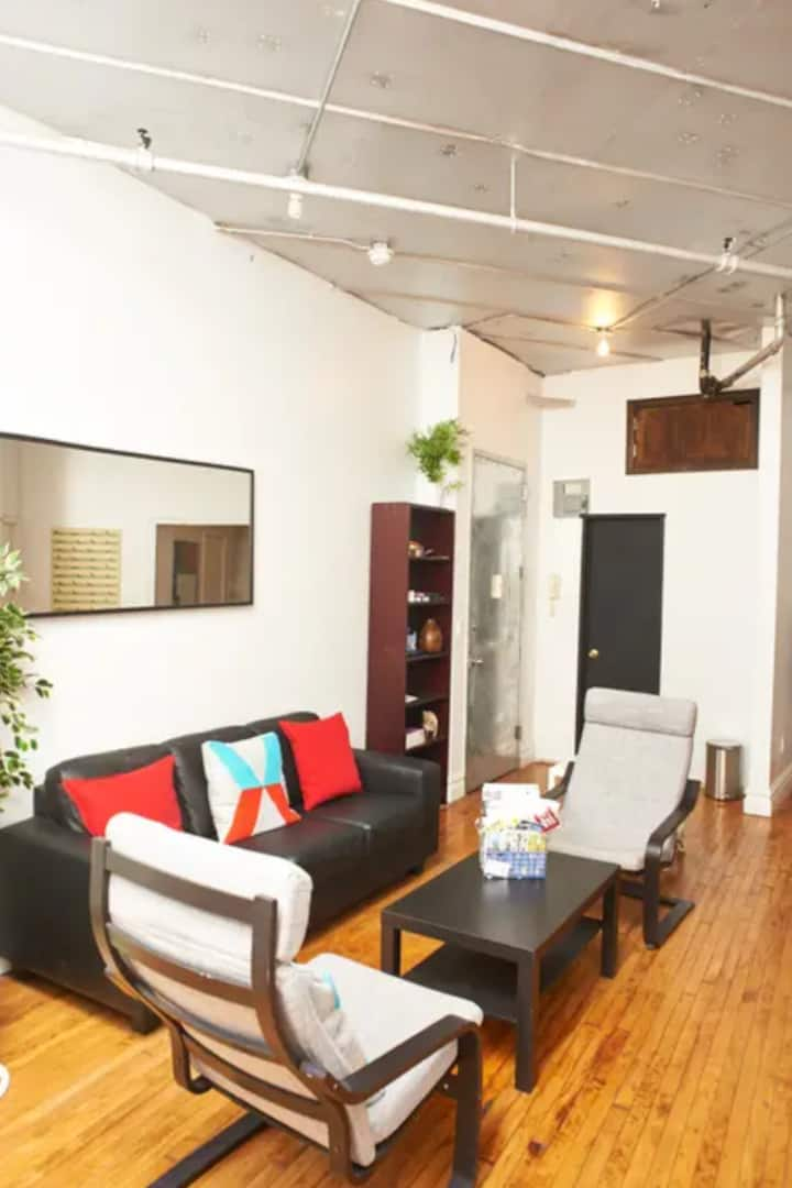 Delightful Private Room in Bushwick Near 2 Metros