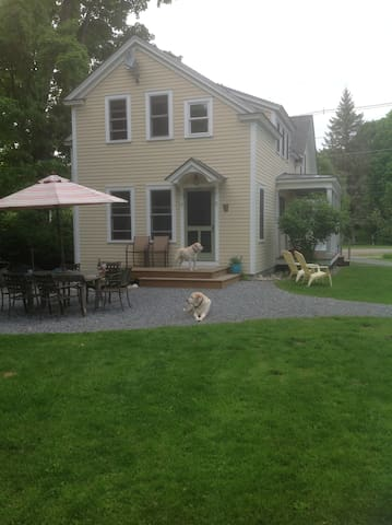 Two guest rooms with shared bath - Middlebury  - Bed & Breakfast