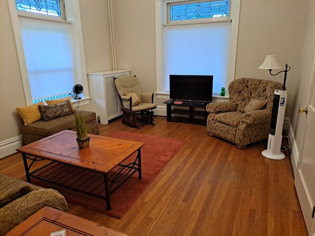 Spacious living room with pull out twin sofa, smart TV w Bluetooth.