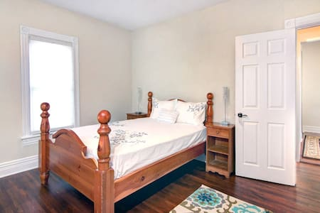 Lovely private room- short walk to the Falls! - Niagara Falls
