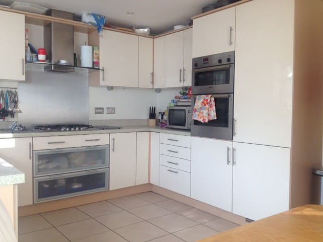 Double Room in 3 storey town house