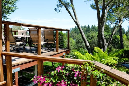The Lone Palm - Wine Country Retreat and Offsite - Sebastopol