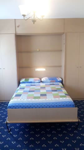 Studio apartment: Double Bed, Shower, Kitchen
