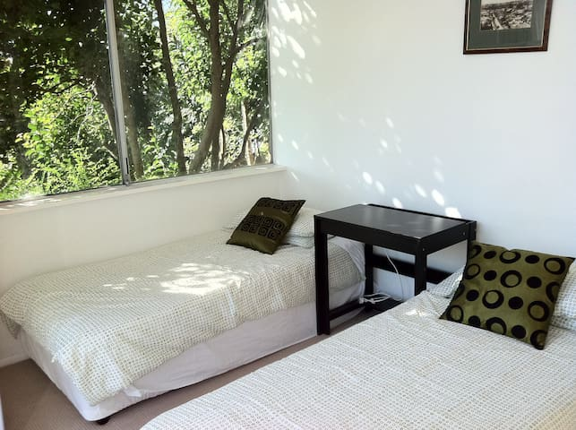 Private bedroom in Cremorne, close to city