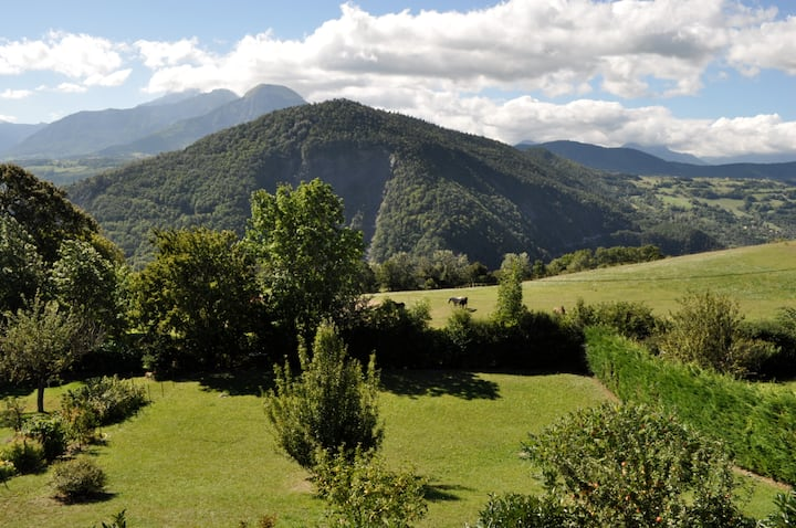 Maison familiale vue magnifique des montagnes