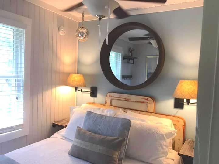 Crew Quarters Suite - Atlantic Street Inn