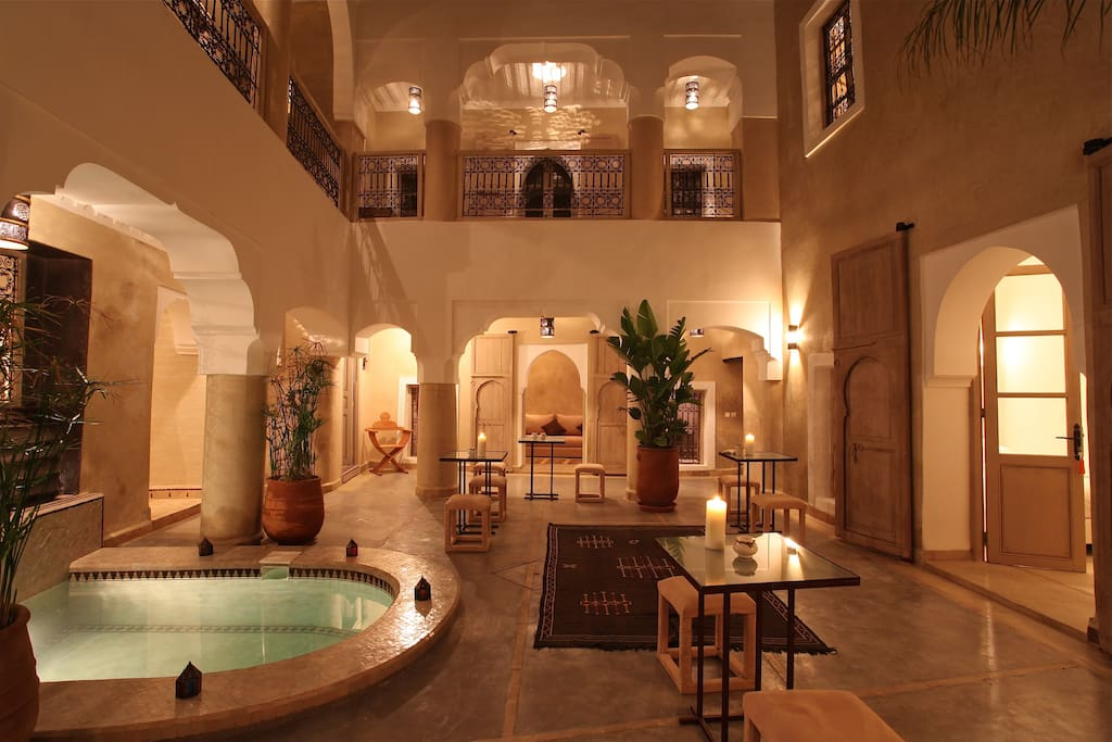 Riad dar ten marrakech bb jacuzzi bed breakfasts for for Airbnb marrakech