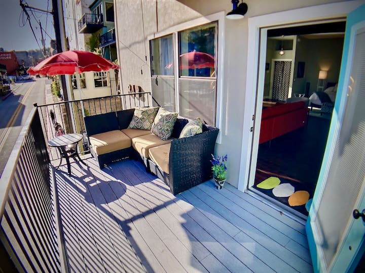 The Gallery House, Balcony With View Of Downtown Eureka Springs, King Bed, WiFi, Satellite  TV, Full