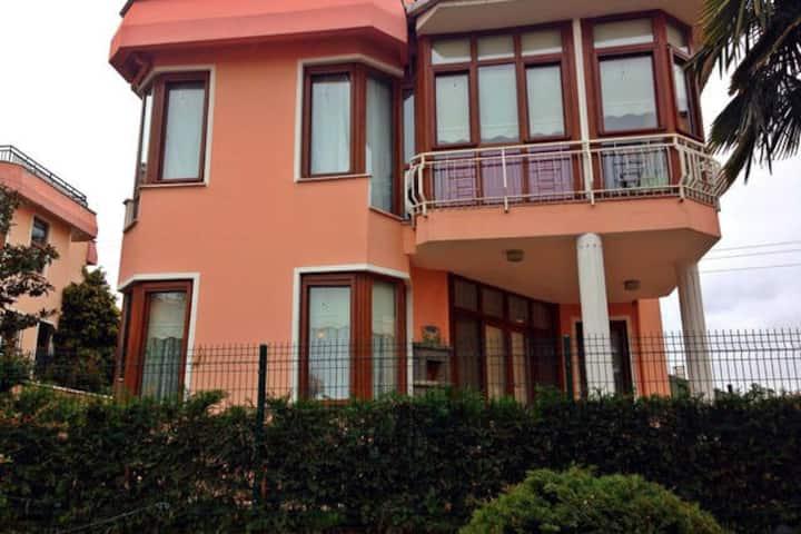 Triplex Villa w/ private garden and swimming pool