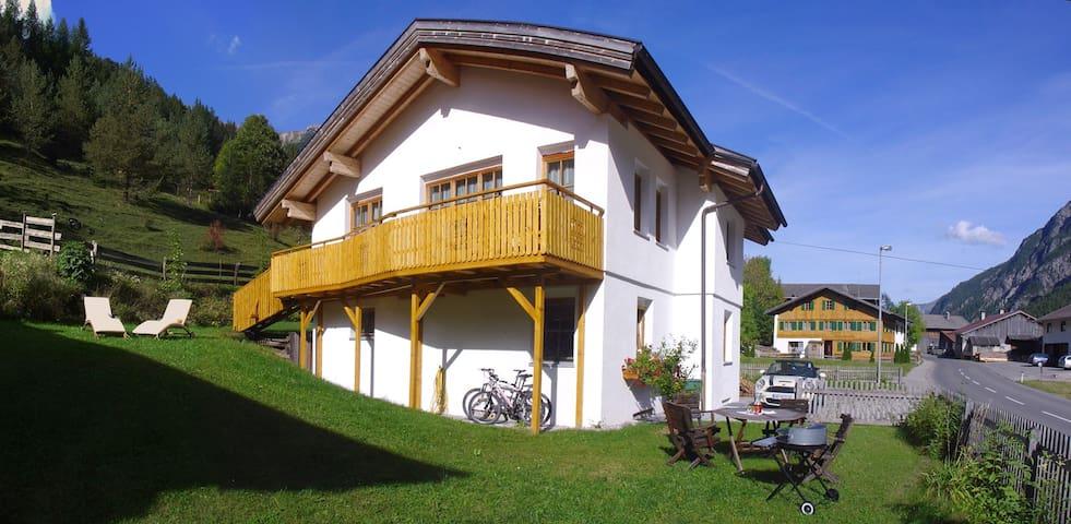 Großzügige Ferienwohnung am Lechweg! - Hägerau - Departamento