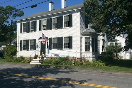Historic 1796 Shipbuilders Home - Bed & Breakfast