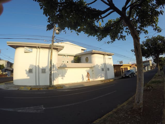 Nice, cosy and quiet apartment with attached garag - Heredia - Pis