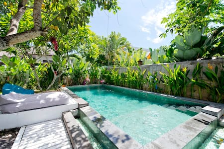 1 - ROOMS 4 RENT IN SHARED VILLA - CANGGU - BALI - North Kuta