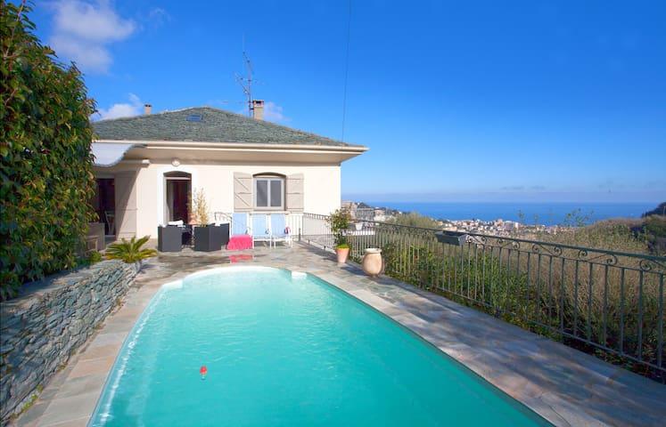 Grande villa, 200 m2, avec piscine - Bastia - Huis