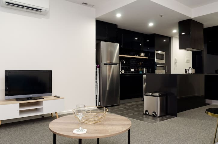 New, Modern 1 Bedroom Apartment - Belconnen - Flat